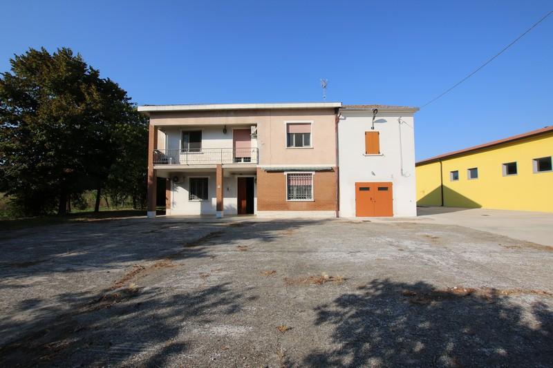 CASA SINGOLA IN VENDITA A MIRANDOLA – LOC. QUARANTOLI – RIF. 038